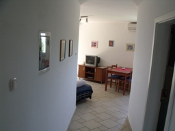 Apartment Stivan Island Cres top floor corridor