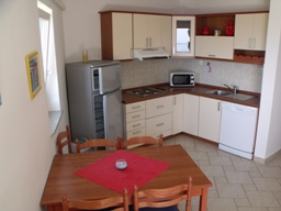 Apartment Stivan Island Cres top floor kitchen