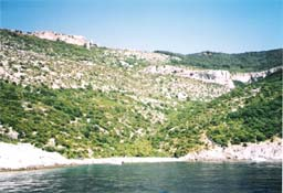 Photo Lubenice beach and Lubenice village above, island Cres, Croatia